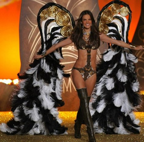 2010-victorias-secret-fashion-show
